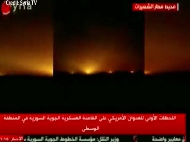 Khoảnh khắc căn cứ Syria trúng tên lửa Mỹ