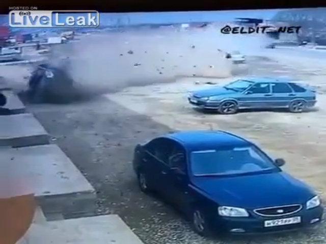 Tài xế bay ra từ ôtô mất lái