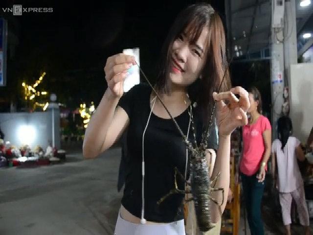 Chợ hải sản đêm ở đảo Lý Sơn