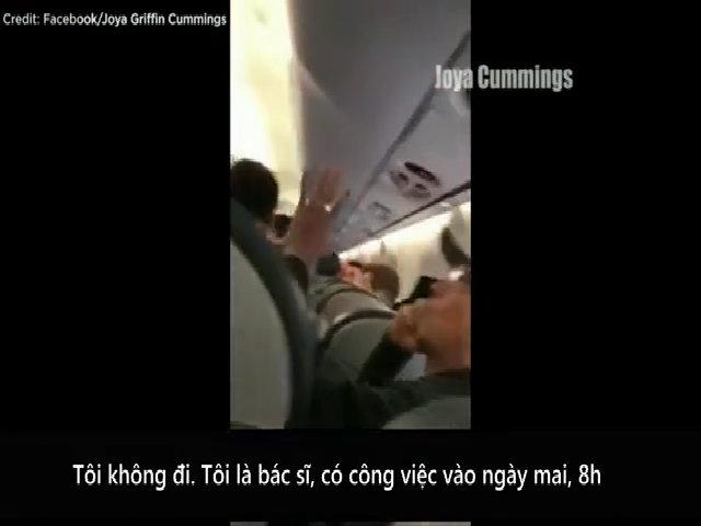 David Dao tranh cãi trước khi bị kéo ra khỏi máy bay