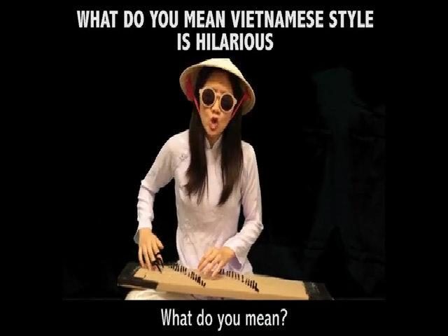Cô gái hát 'What do you mean' phong cách cải lương