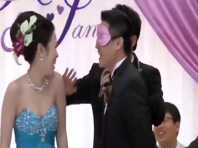 Chú rể sợ xanh mặt khi hôn nhầm bạn cô dâu trong lễ cưới