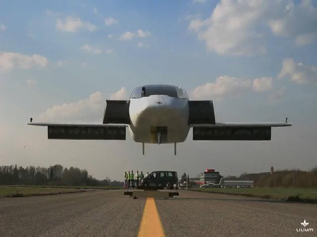 Đức thử thành công máy bay chạy điện cất cánh thẳng đứng