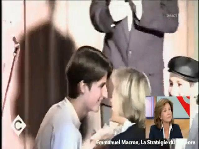 Khoảnh khắc ứng viên tổng thống Pháp hôn má vợ tương lai khi mới 15 tuổi