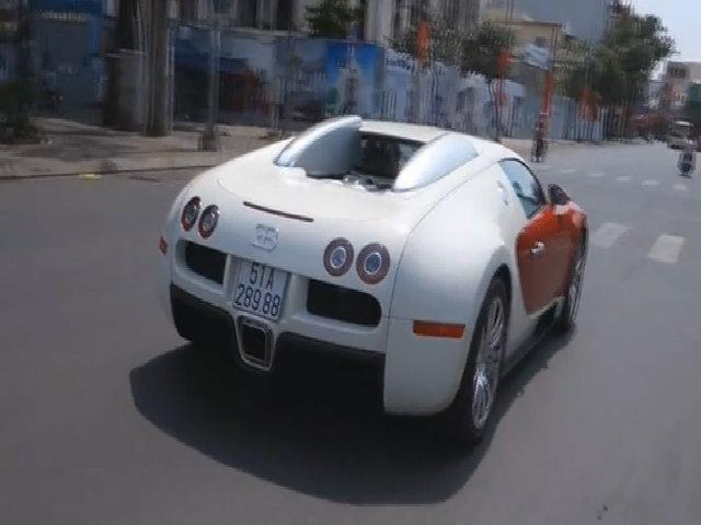 Minh nhựa mua siêu xe Bugatti Veyron