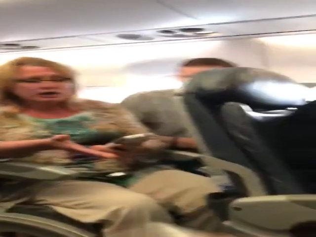 Thỏ lớn nhất thế giới chết bí ẩn trên máy bay United Airlines