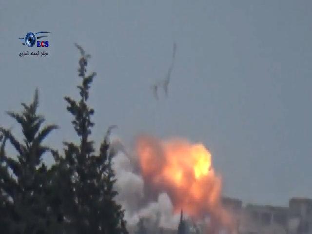 Máy bay Syria ném bom nhiệt áp tấn công al-Qaeda