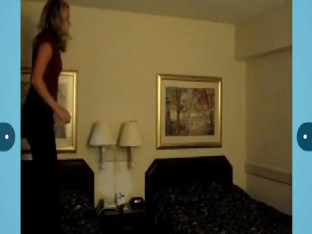 Người đẹp trả giá vì nhào lộn trong phòng ngủ