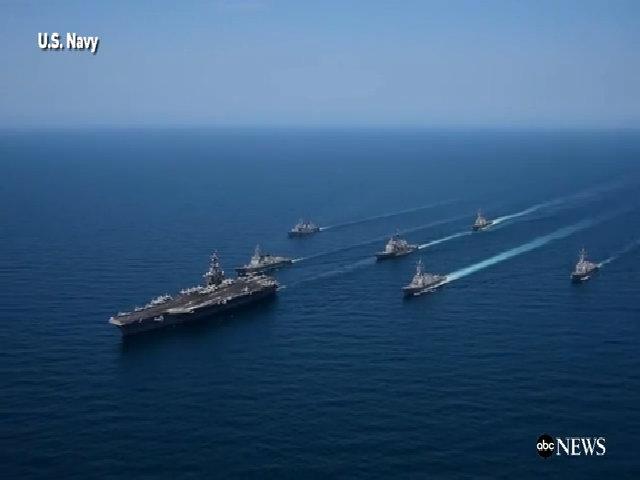 Chiến đấu cơ bay trên tàu sân bay Carl Vinson ở biển Nhật Bản