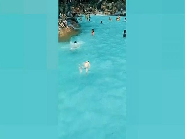 Bé trai đuối nước trước mặt hàng chục người nhưng không ai biết