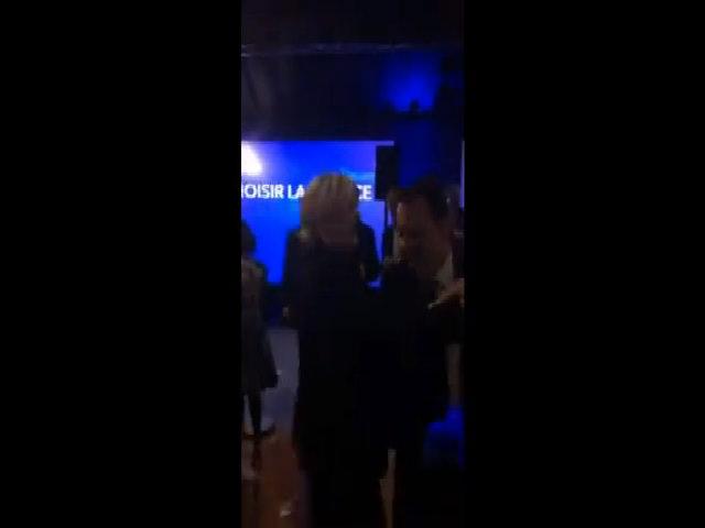 Bà Le Pen đi nhảy disco sau thất bại trong bầu cử tổng thống Pháp