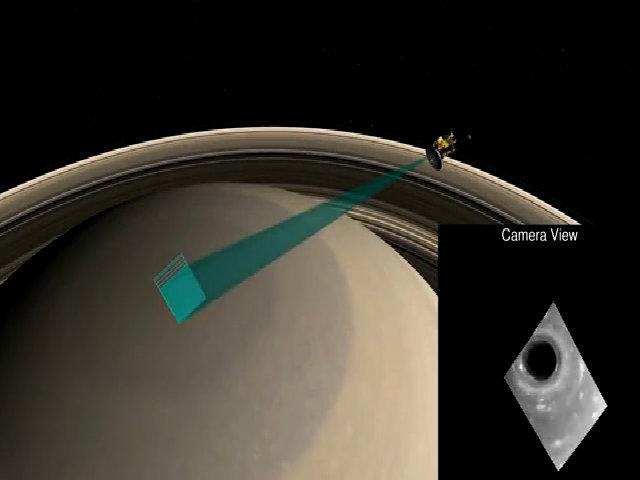 Lốc xoáy sao Thổ trong video tàu vũ trụ Cassini ghi lại từ 'cõi chết'
