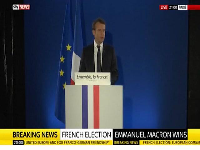 Tổng thống đắc cử Pháp vô tình luyện phát biểu chiến thắng trên tuyền hình trực tiếp