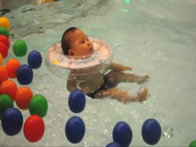Sửa lại video học bơi nổi để chữa bệnh