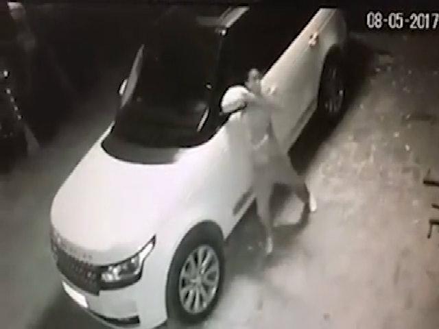 Trộm bẻ đôi gương Range Rover chỉ 25 giây