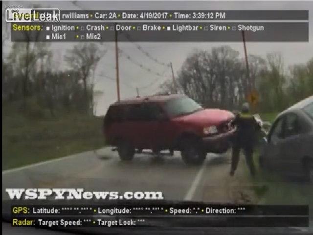 Xe SUV mất lái suýt chèn trúng cảnh sát