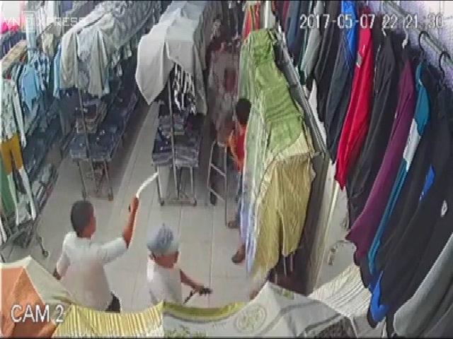 Gần chục thanh niên xông vào cửa hàng ở Sài Gòn chém người