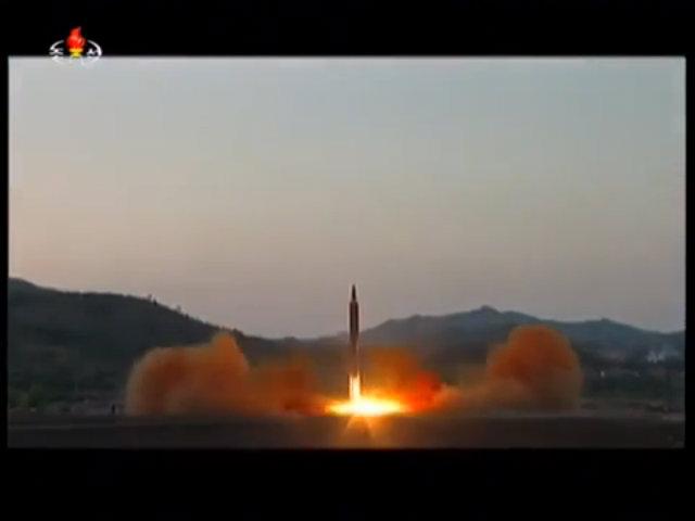 Triều Tiên công bố video phóng thử tên lửa mới