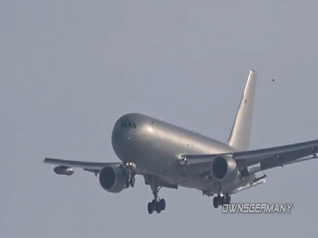 Máy bay tiếp dầu KC-46A bay thử nghiệm