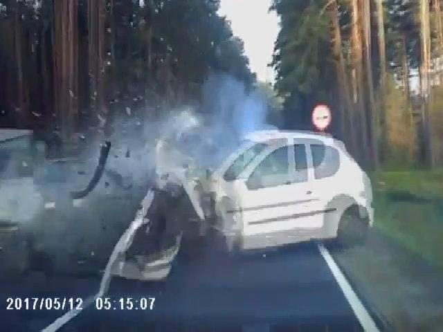 Vượt lấn làn gây tai nạn cho xe khác