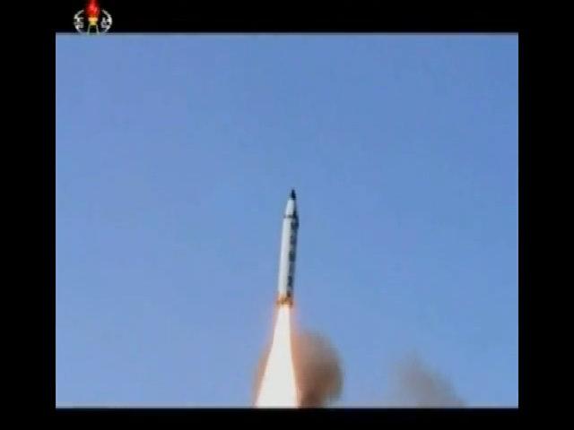 Triều Tiên công bố video phóng tên lửa Pukguksong-2
