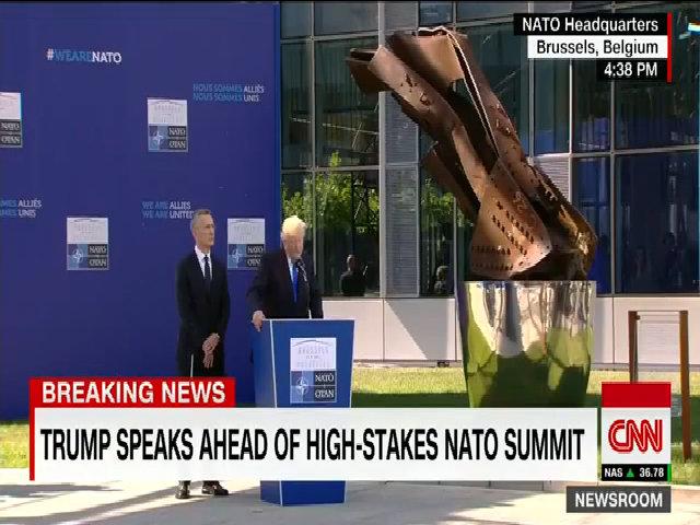 NATO mặc niệm nạn nhân vụ đánh bom tự sát ở Anh