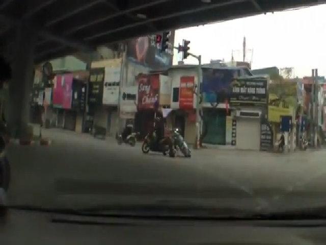 Vượt đèn đỏ tông cô gái ngã gục xuống đường