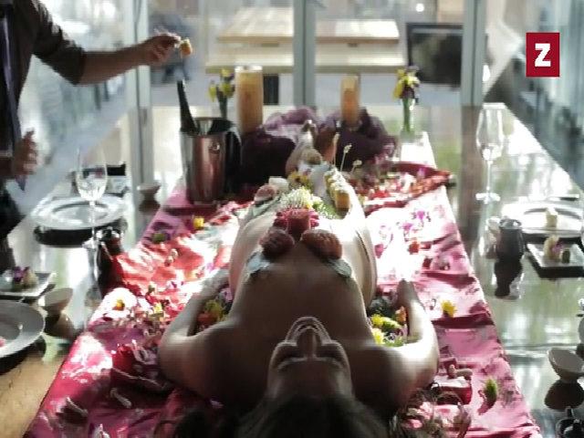 Cận cảnh nghề người mẫu sushi khỏa thân