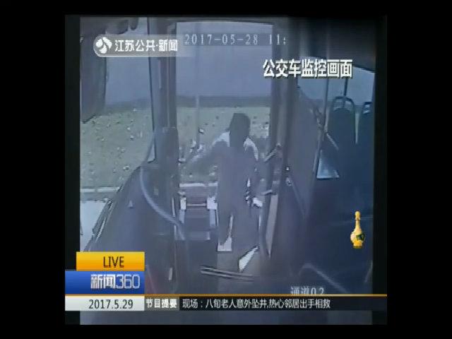 Câu chuyện bất ngờ sau việc khách cố tình để quên túi đồ trên xe buýt