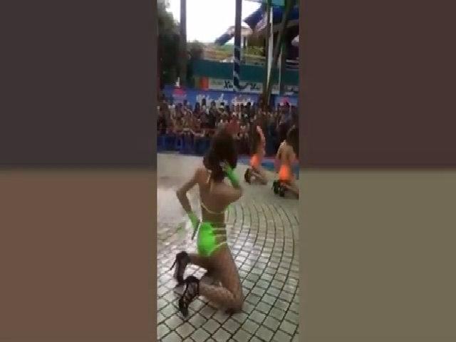 Dàn chân dài nhảy sexy ở công viên nước Đầm Sen