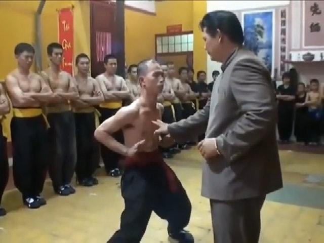 Chưởng môn phái Nam Huỳnh Đạo Huỳnh Tuấn Kiệt biểu diễn nội công