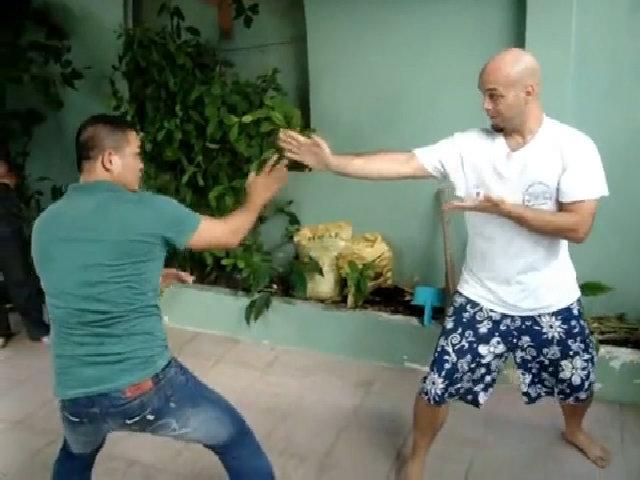 Flores giao lưu võ thuật với võ sĩ Pencak Silat tại TP HCM năm 2009