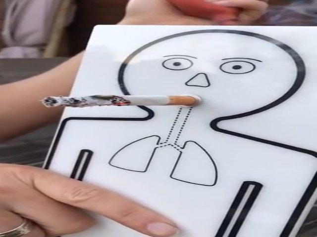 Thí nghiệm robot hút thuốc khiến bạn từ bỏ thuốc lá ngay lập tức