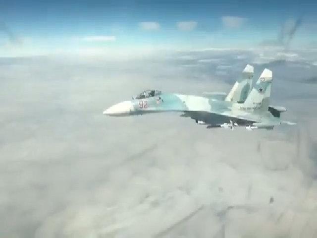 Mỹ công bố video Su-27 Nga áp sát oanh tạc cơ B1
