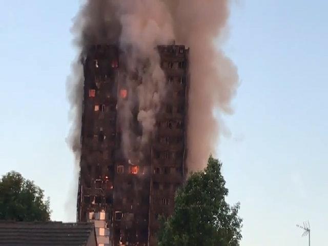 Người mắc kẹt trong đám cháy ở London cầu cứu từ cửa sổ