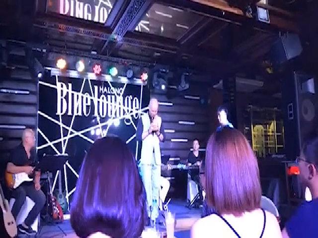 Phan Đình Tùng xin lỗi khán giả vì đến trễ