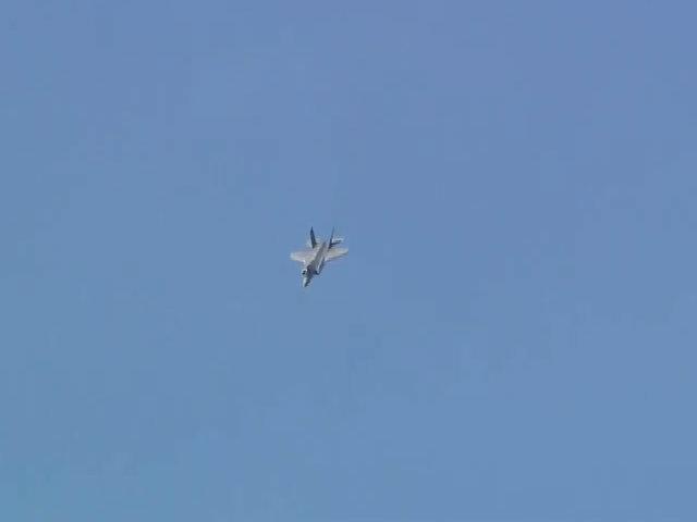 Siêu tiêm kích F-35 lần đầu biểu diễn tuyệt kỹ nhào lộn