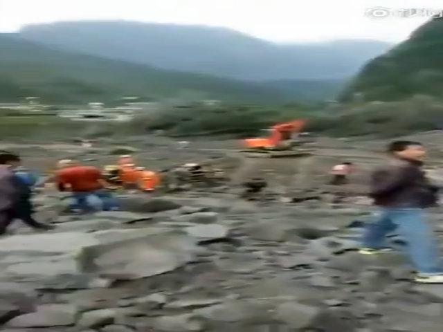 Khoảng 100 người bị chôn vùi trong lở đất ở Trung Quốc
