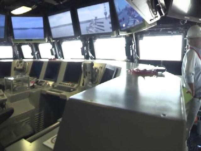 Bên trong khu trục hạm tàng hình hiện đại nhất thế giới