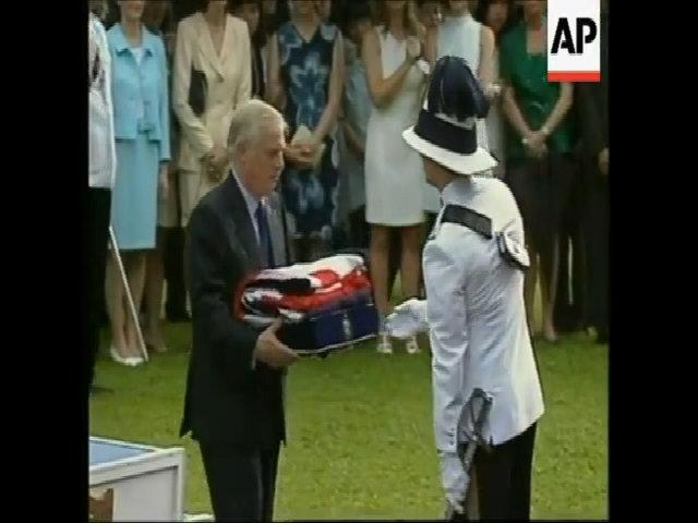Nỗi luyến tiếc của thống đốc Anh cuối cùng ở Hong Kong