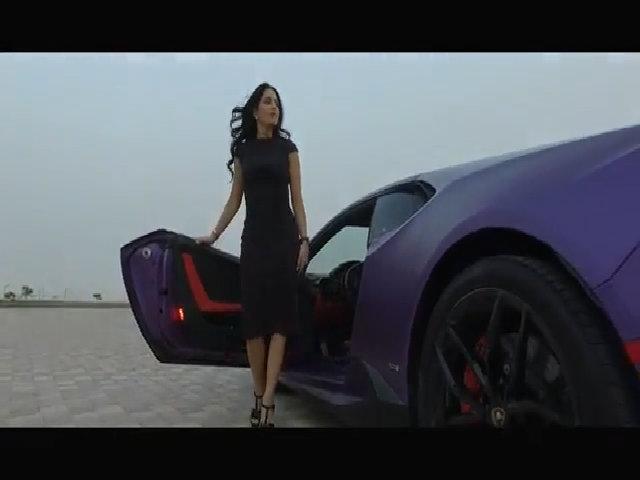 Siêu xe Lamborghini nhuộm tím của quý cô Dubai