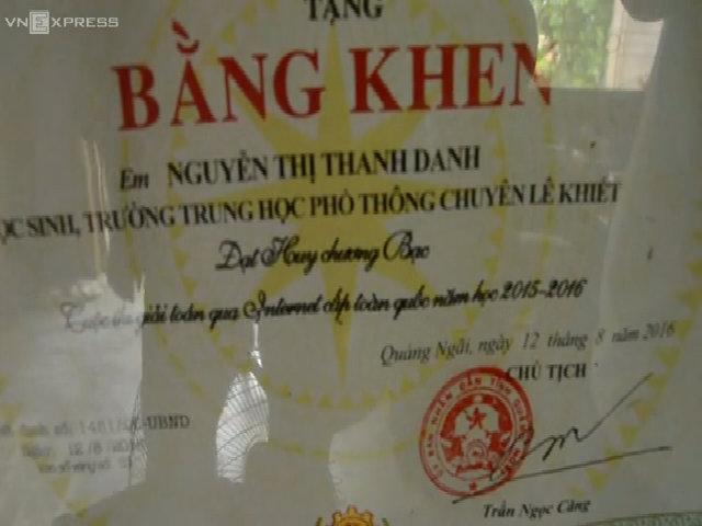 Cô thủ khoa hãnh diện khi cha mẹ buôn gánh bán bưng ở Sài Gòn