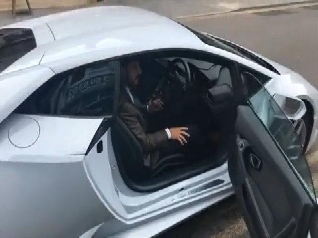 Lamborghini Huracan làm taxi ở Anh