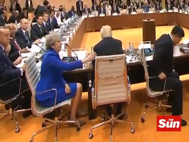 Thủ tướn Anh nhắc Tổng thống Mỹ quay lại chụp ảnh