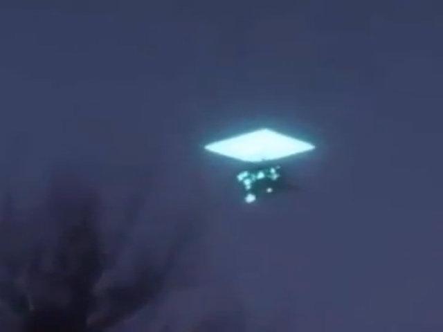 Vật thể nghi UFO nuốt nhau trên bầu trời Nga
