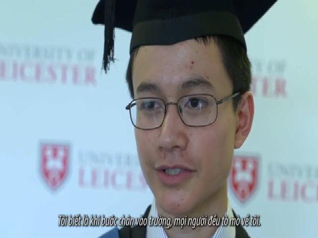 Thần đồng 15 tuổi tốt nghiệp đại học hạng ưu ở Anh
