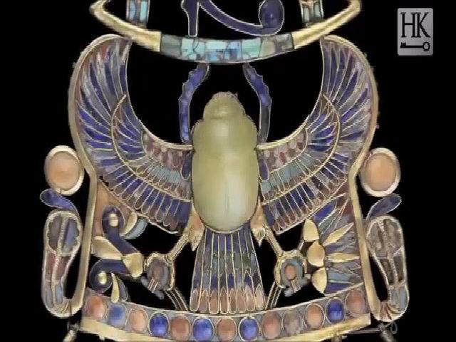 Mặt dây bọ hung có nguồn gốc sao chổi của vua Tutankhamun