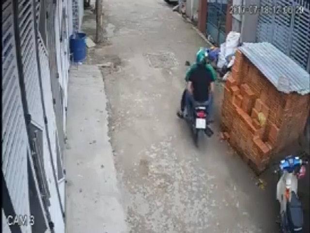 Người mặc áo Grabbike chở thanh niên đi trộm xe máy