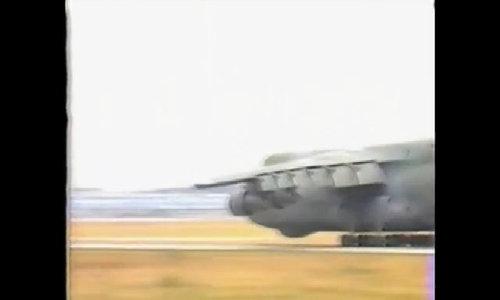 Máy bay C-5 hạ cánh bằng bụng xuống căn cứ ở Đức