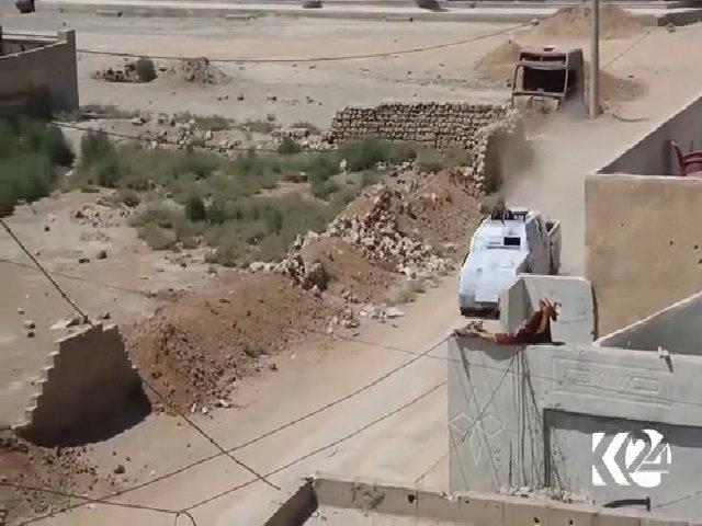 IS dùng xe bán tải vũ trang đánh bom tự sát